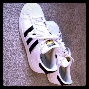 Adidas Superstar Classic Shoes FITS 8.5/9 CND